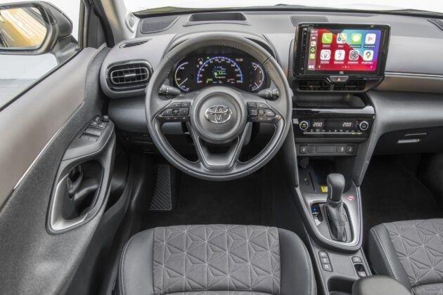Toyota Yaris Cross - deska rozdzielcza