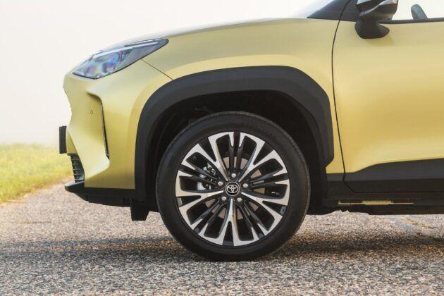 Toyota Yaris Cross - kola i przeswit