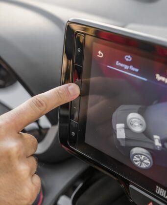 Toyota Yaris Cross - stacja multimedialna