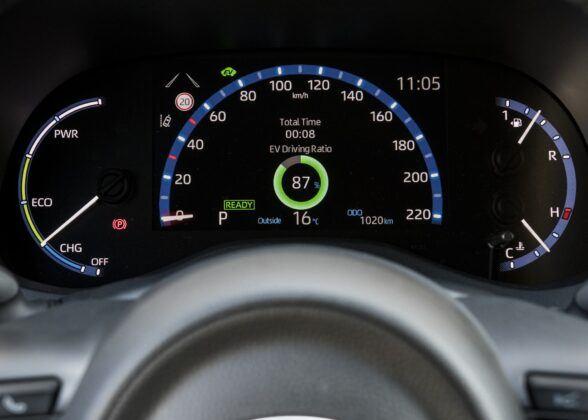 Toyota Yaris Cross - tryb elektryczny