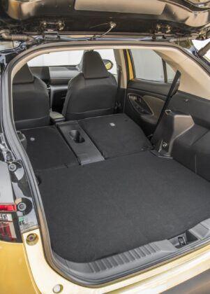 Toyota Yaris Cross - zlozona kanapa