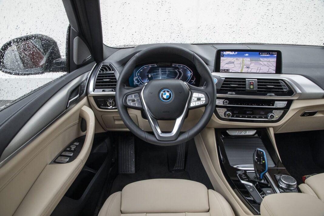 BMW iX3 - test (2021) - deska rozdzielcza