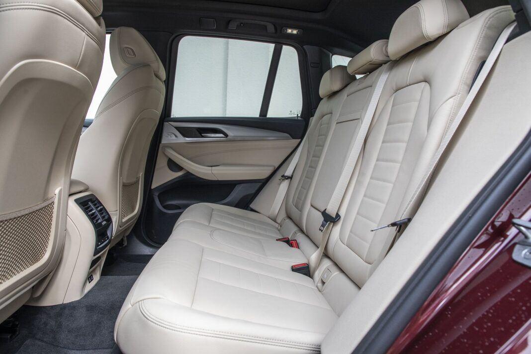 BMW iX3 - test (2021) - tylna kanapa