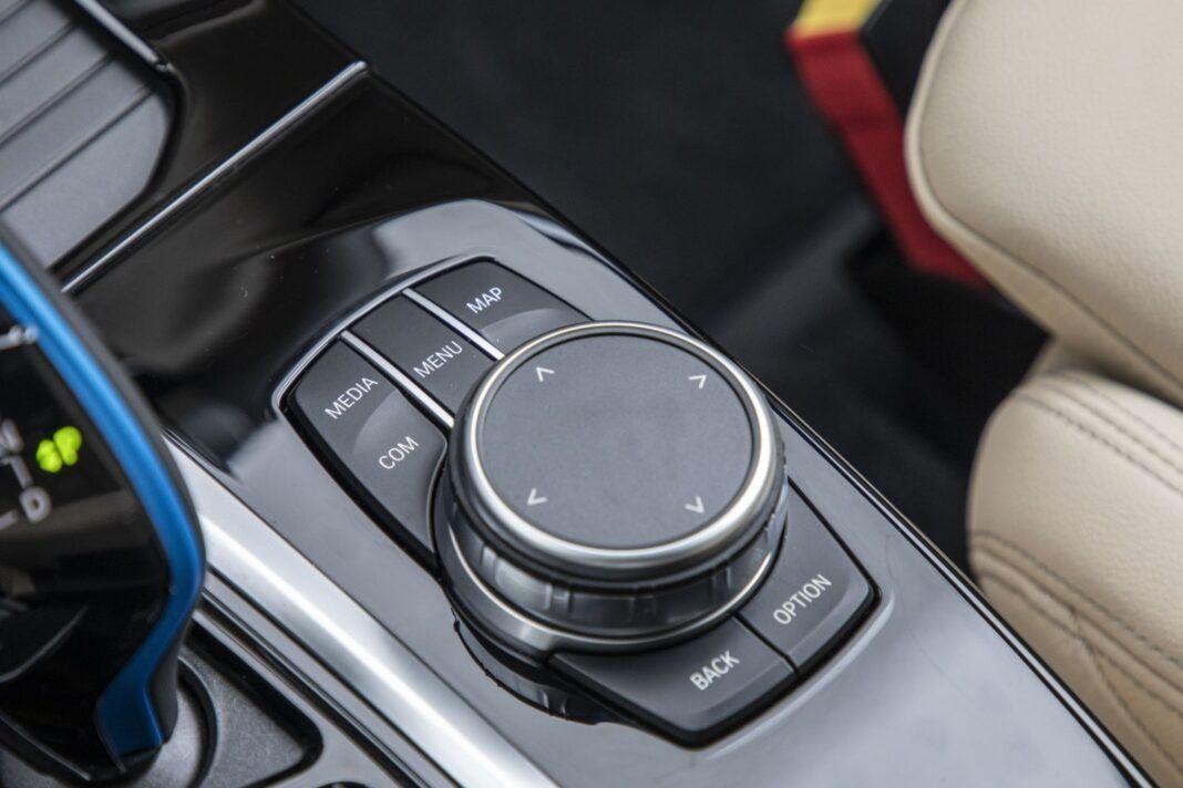 BMW iX3 - test (2021) - kontroler systemu operacyjnego