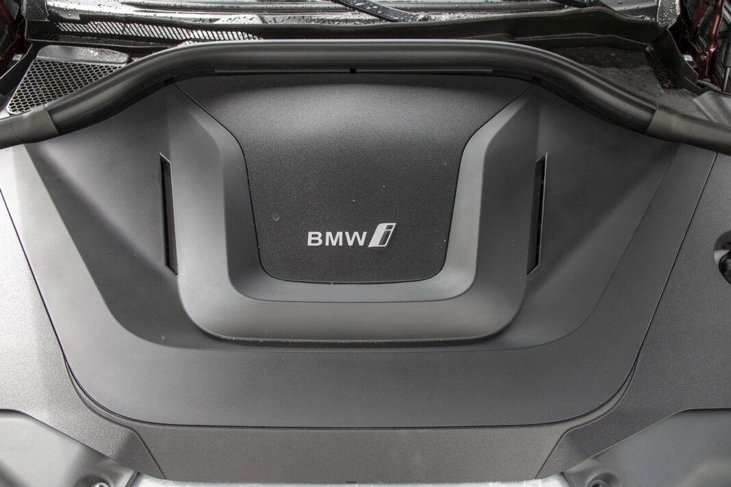 BMW iX3 - test (2021) - pod maską