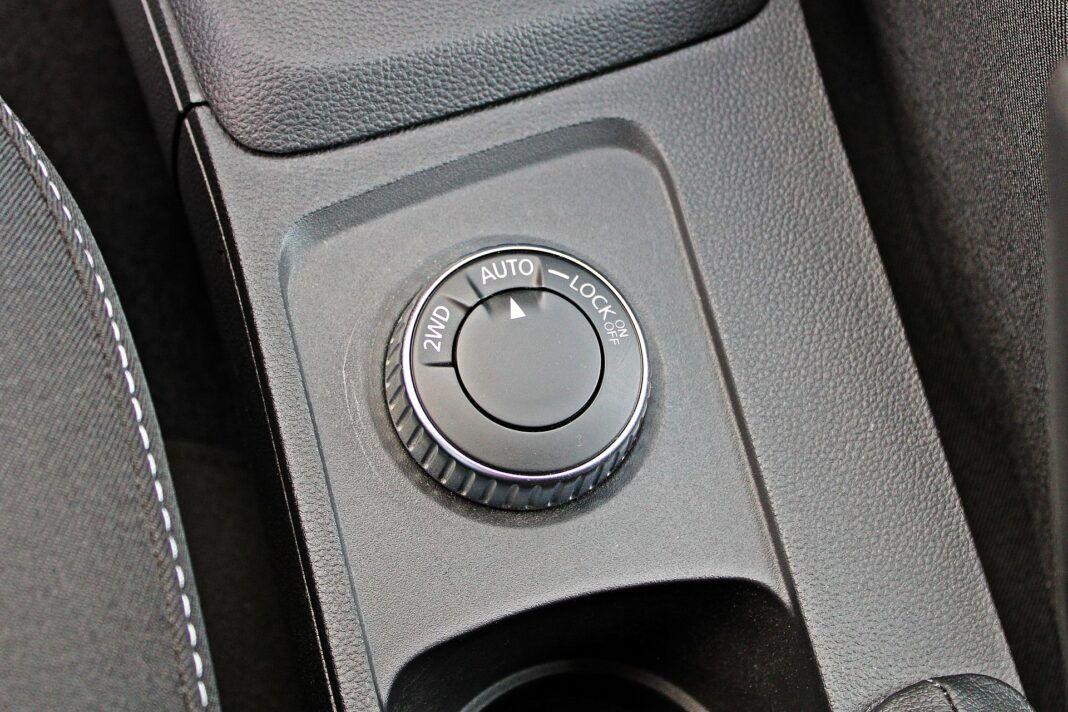 Dacia Duster II FL - pokrętło napędu