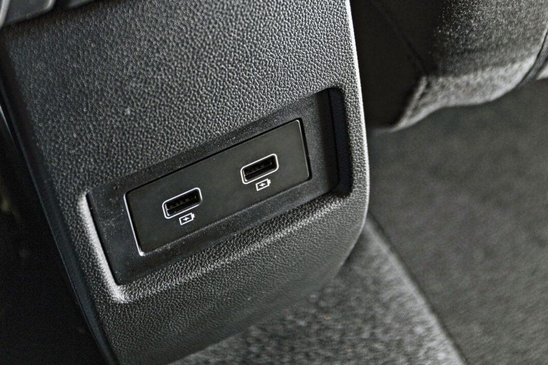 Dacia Duster II FL - gniazda USB