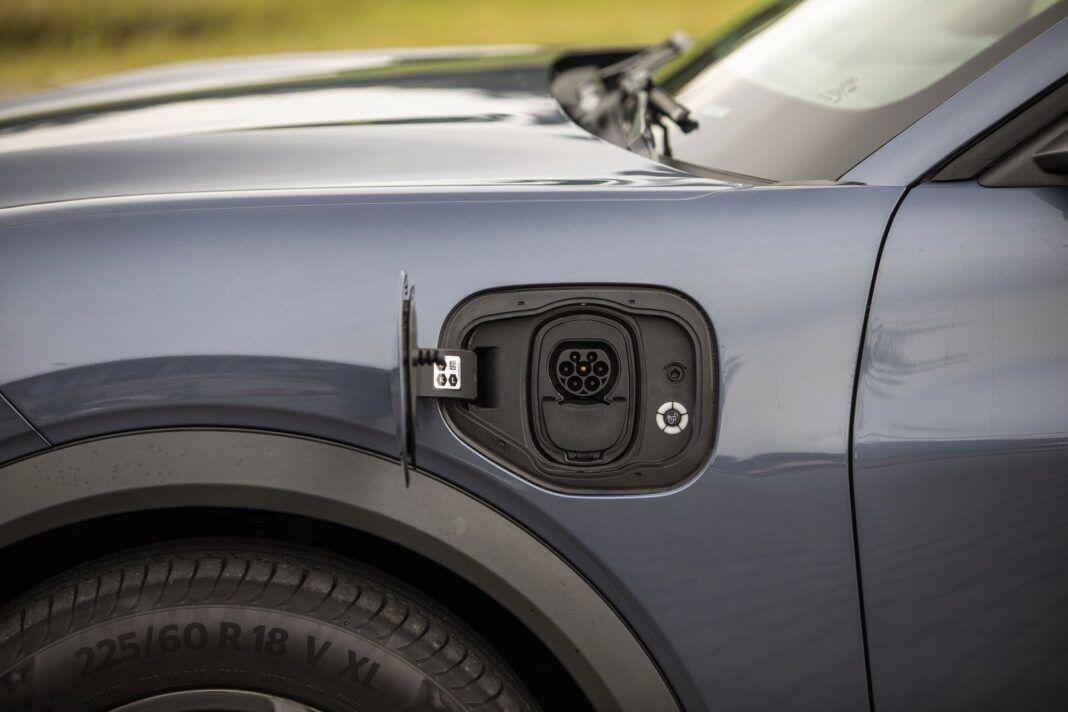Ford Mustang Mach-E - gniazdo ładowania