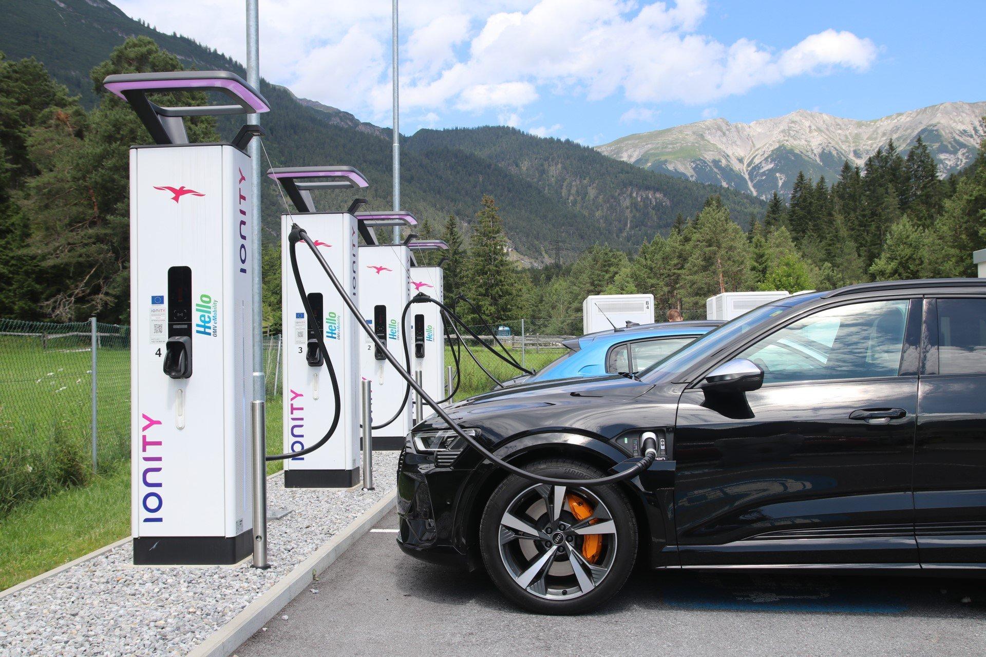 ladowanie aut elektrycznych