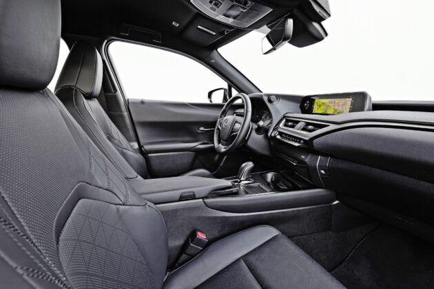 Lexus UX 300e - fotele przednie