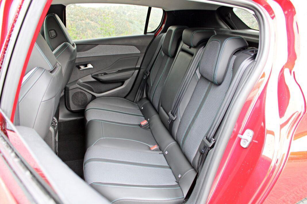 Peugeot 308 - tylna kanapa