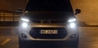 Akcja sprawdzania świateł w samochodach