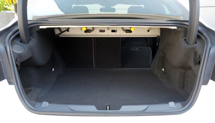 Jaguar XE bagażnik