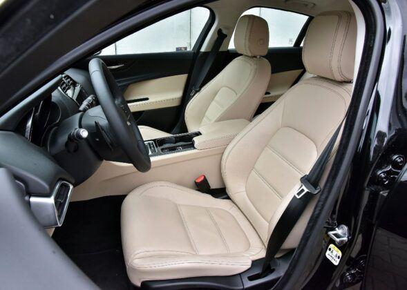 Jaguar XE fotel kierowcy