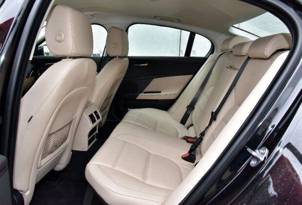 Jaguar XE kanapa