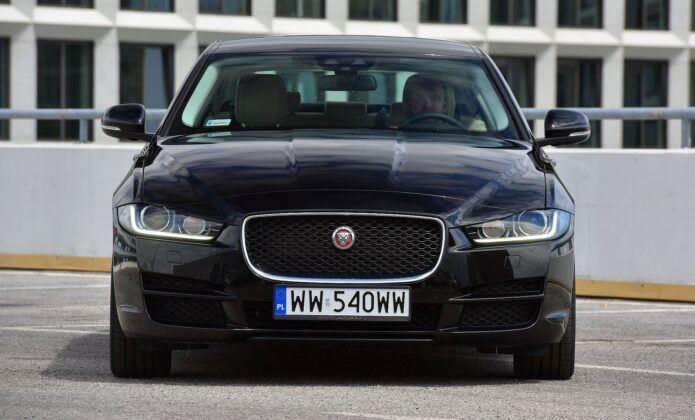 Jaguar XE przed liftingiem