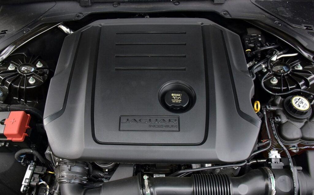 JAGUAR XE I 20d Prestige 2.0d 180KM 8AT RWD WW540WW 07-2015