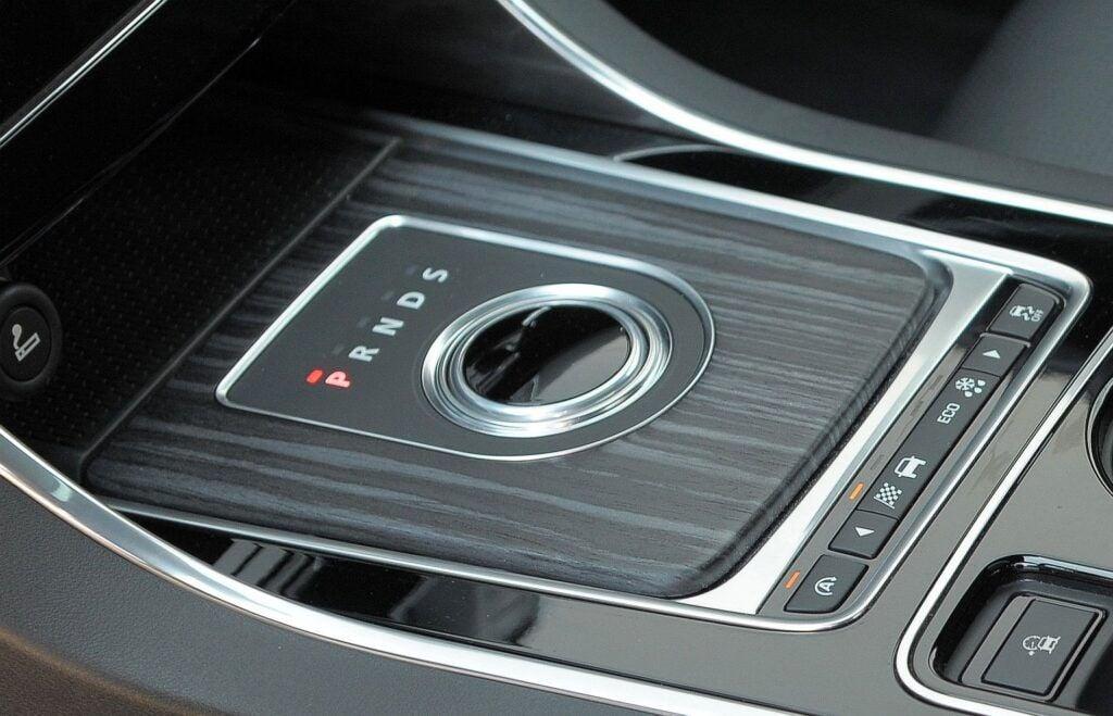 Jaguar XE skrzynia biegów