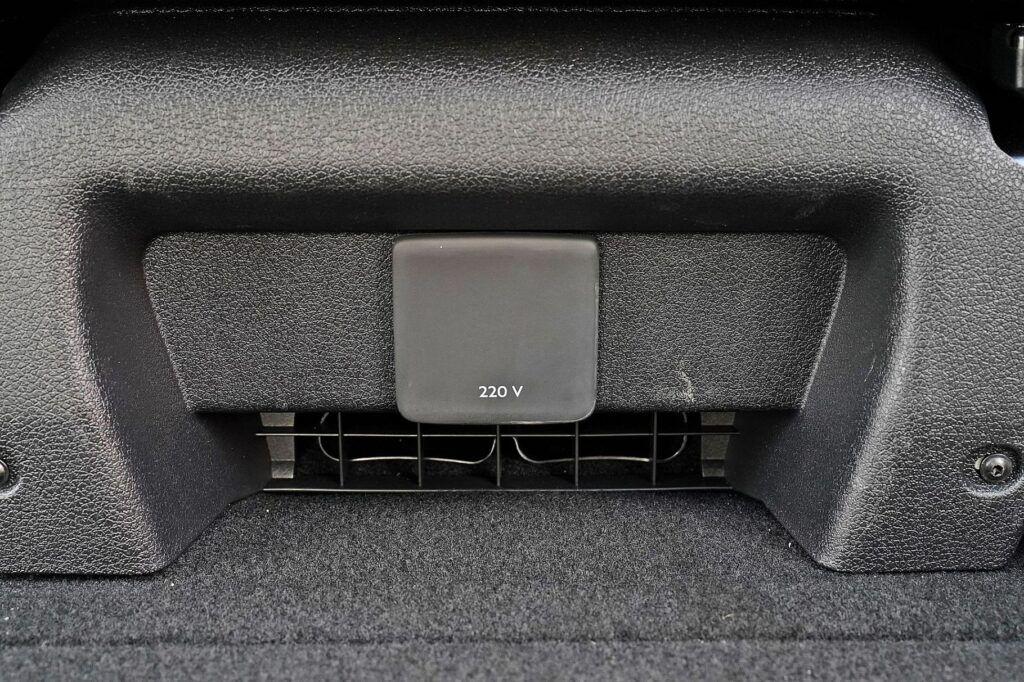 Peugeot Traveller - gniazdo 220V